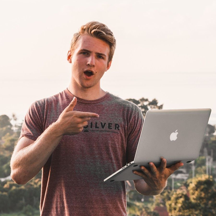 Dropshipping Influencer - Hayden Bowles